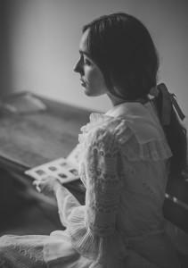 zamyślona kobieta portret retro