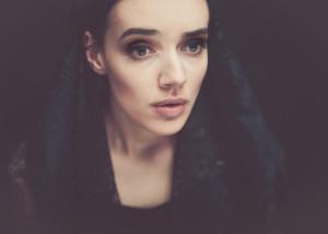 portret kobiety w czerni