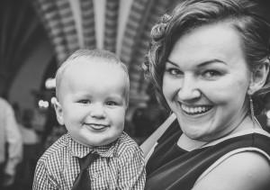 portret matki z dzieckiem uśmiechnięci mama i syn