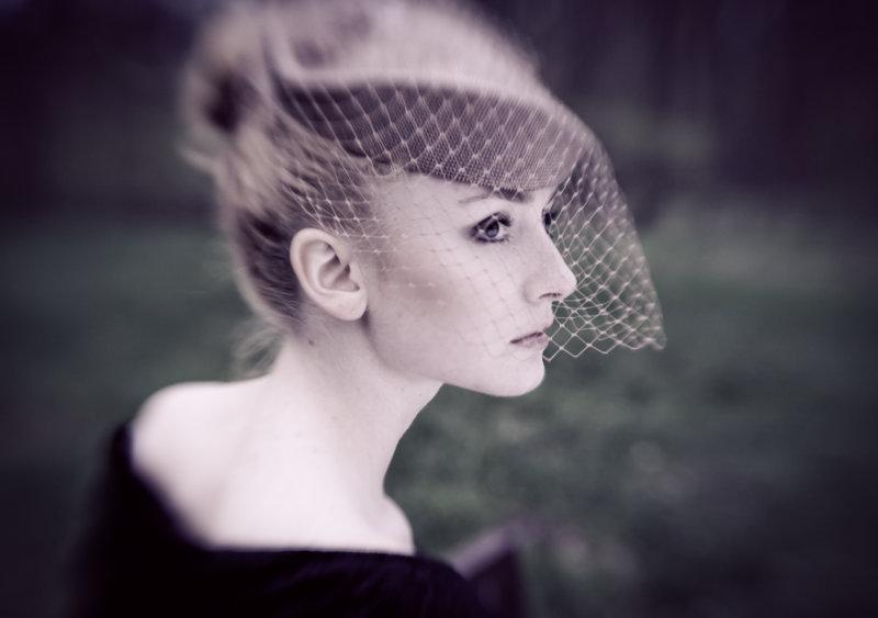 kobieta w kapeluszu retro