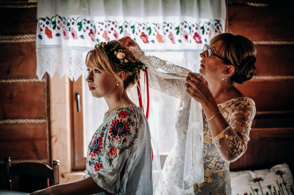 Ślub i wesele Julii i Łukasza, ślub w cerkwi, lemko, wesele lemkowskie